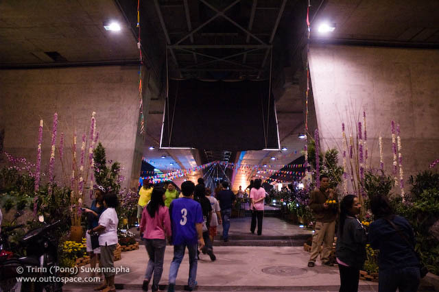 Under Rama IV Bridge, the entrance to the main stage