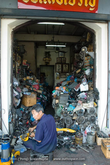 Old Junks and Loyalty – a mechanic and his shop in Phra Nakorn